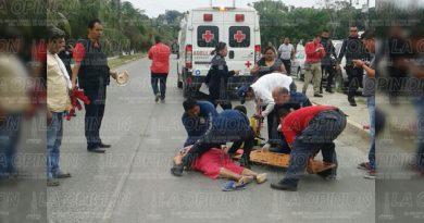 Muere mujer tras ser arrollada por autobús