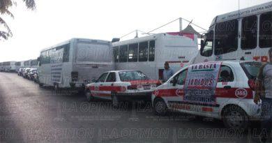 Paro de transportistas y taxistas en Tuxpan