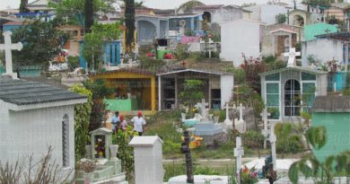 Les vendieron tumbas usadas