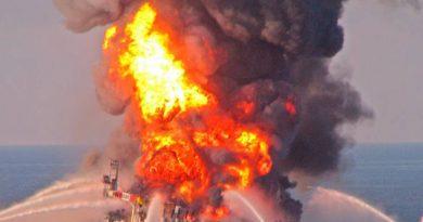 Se incendia plataforma petrolera