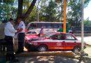 Aparatoso accidente entre taxi y camioneta