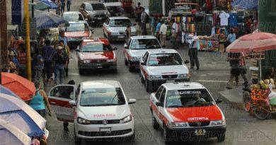 Taxistas insisten en subir el pasaje