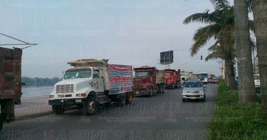 Tuxpan Camioneros Manifiestan