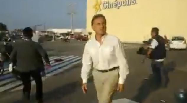 Yunes trata de evitar saqueo en centro comercial