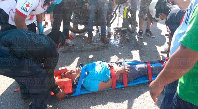 Álamo Motociclistas Camioneta Impactan