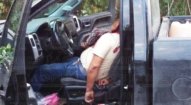 Asesinan a dos hombres en el interior de una camioneta