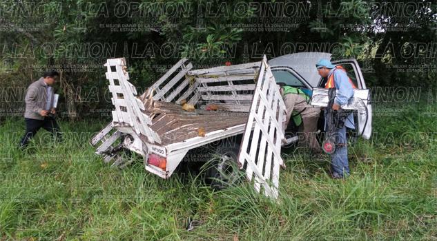Camión-bomba se impacta contra una camioneta