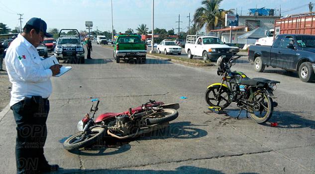 Camioneta Álamo Motociclistas Impactan