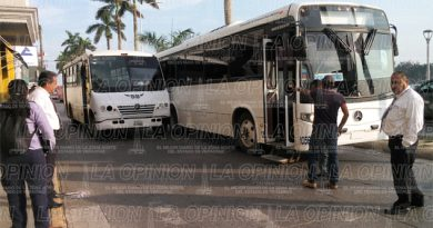 Colisión de autobuses en el bulevar