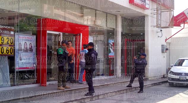 Delincuentes asaltan sucursal de Banorte