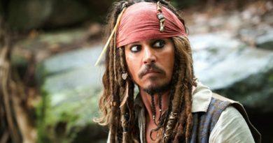 Depp se sumerge entre mares de demandas