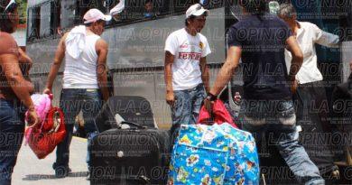 Esperan deportados