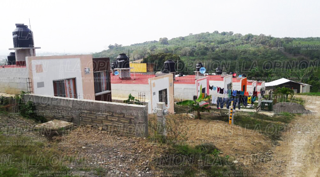 Familias del Cerro del Mesón no quieren habitar las casas que les donaron