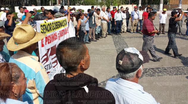 Habitantes del Guayabo, El Álamo y Chichicoaxtla exigen la devolución de sus tierras