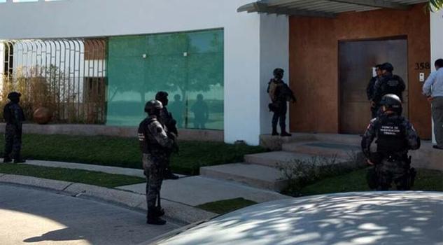 Hallan 54 mil dólares en casa de suegros de Javier Duarte