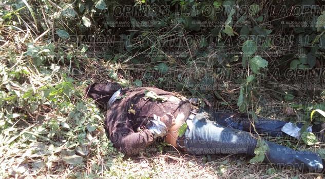 Hallan cadáver en la carretera que conduce a Chalahuite