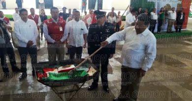 Incineran banderas que ya cumplieron su vida útil
