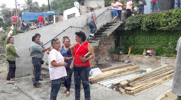 Llevan apoyos a víctimas del incendio en la Petromex
