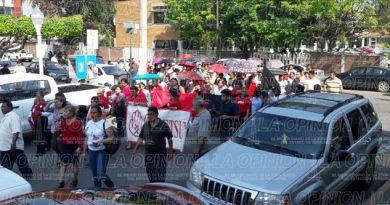 Marchan trabajadores del SETSUV