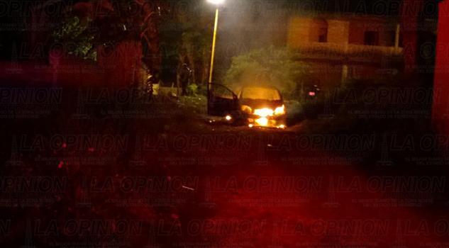 Matan a un hombre e incendian auto