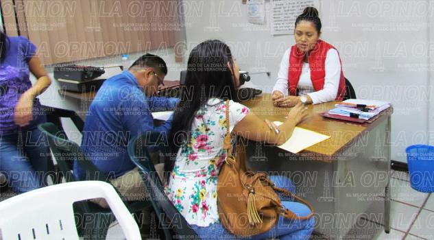 Ofrecen becas a desempleados