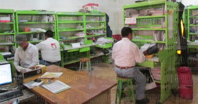 Políticos saturan el servicio postal