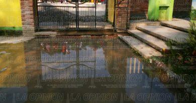 Preescolar inundado de aguas negras