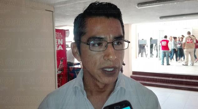 Profesores del SITEV se amparan contra incremento de la gasolina