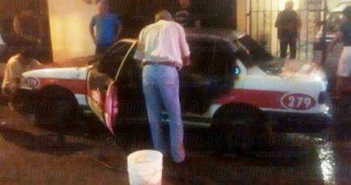 Sujetos desconocidos prenden fuego a taxi