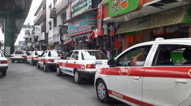 Taxistas coatzintecos hacen sitio en el bulevar Ruiz Cortines