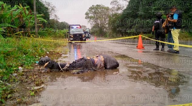 Tiran cadáver a la altura de Lindero, Tihuatlan