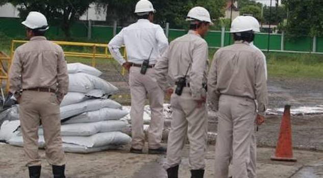 Trabajadores de Pemex exigen seguridad en campos petroleros