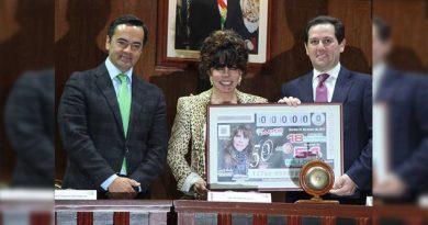 Verónica Castro en los billetes de Lotería