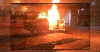 Matan a 6 policías y queman su patrulla