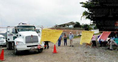 Bloquean acceso a pozos petroleros en La Grandeza