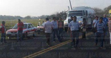 Bloquean autopista Tuxpan-Totomoxtle