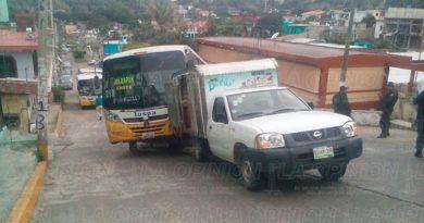 Camión Impacta Camioneta Papantla