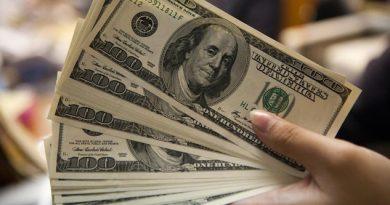 Dólar pierde 0.75% frente al peso
