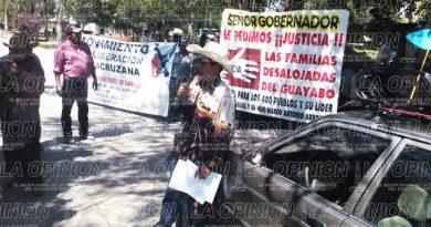 Desalojados de El Guayabo se plantan frente a la fiscalía