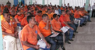 Entregan certificados educativos a presos