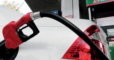 Gasolina Premium y el diésel bajan un centavo