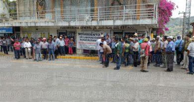 Integrantes del Movimiento de Liberación Veracruzana se manifiestan en la fiscalía