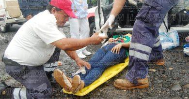 Jovencita casi se mata en accidente de moto