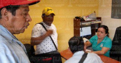 Les falla el alcalde Marcos Romero y cierran paso en Santa Águeda