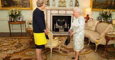 May podrá iniciar el Brexit; la reina Isabel aprueba decreto