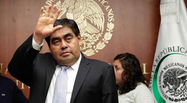 Miguel Barbosa y dos senadores más se van del PRD