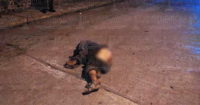 Muere indigente embestido por una camioneta