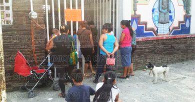 Padres de familia se manifestaron ante autoridades educativas