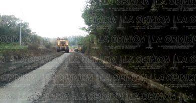 Rehabilitan la carretera a Tuxpan