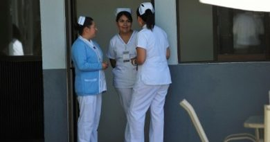 Trabajadores de salud en espera de su pago salarial